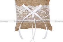 Cushion cover of jute and lace