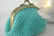 MONEDEROS Y BOLSOS DE CROCHET / by Isabel Suarez