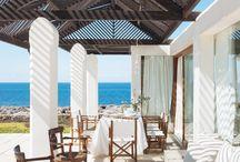 Modelo de casa de playa / Se situa al lado de la playa, se compone de dos plantas. Es de color blanco