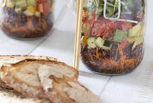 Salad in a Jar / Gezond, lekker en snel klaar te maken: de salads in a jar heersen over je lunch deze zomer!