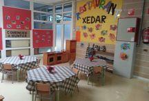 Projecte: El restaurant / Transformem l'aula en un restaurant! Treballem els aliments, la recepta, les formes, colors, els hàbits, les monedes i més!