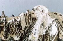 Het topje van de Mont Blanc / Een tentoonstelling van 20 mei t/m 9 september 2012. Met verhalen over 18de-eeuwse geleerden, bijzondere gesteentes, mineralen en een prachtige historische maquette, kunnen bezoekers in de voetsporen treden van de avonturiers die lang geleden de Mont Blanc bedwongen.