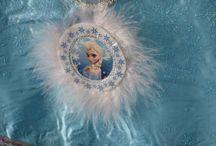 """Themakist Frozen / Wie kent ze niet? Elsa en Anna. Met deze themakist van Toffeest! wordt het kinderfeestje een gigantisch """"koud"""" feest."""