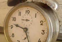 comet vintage clock