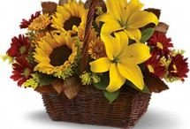 Thanksgiving Flowers / Add a beautiful touch of floral to your Thanksgiving Day. Choose from our variety of Thanksgiving centerpieces..