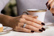 χέρια λεπτή χειρονομία για ανάρτηση φαγητού καφέ κ.α