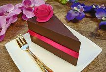 podziękowania dla gości - pudełeczka torty / pudełeczka w kształcie torcików ze słodyczami w środku