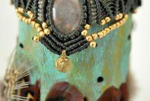 One-of-a-kind pieces / Unieke en handgemaakte sieraden, wallhangings,  gipsy stoffen,