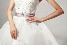 Niečo pre romantickú nevestičku / Tylové šaty s kamienkami a perličkami, opaskom
