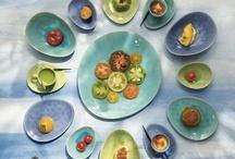 ASA A La Plage servies / De charme van de afzonderlijk geglazuurde externe en interne oppervlakten brengt de heldere en mooie kleuren volledig tot zijn recht. Elk item is verkrijgbaar in de volgende kleuren: azuur, pistache en turquoise. Elk stuk lijkt op een handgemaakt sieraad. Het uitzicht op de Middellandse Zee is onvervangbaar, maar je kunt met deze reeks toch het mediterraanse gevoel er vanaf proeven. http://www.zinaantafel.nl/shop/servies/asa_selection_servies_a_la_plage