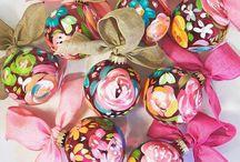 DAKRI sinclair CHRISTMAS ORNAMENTS / Hand painted and personalized ornaments by Dakri Sinclair