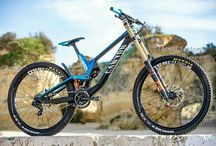 Downhill & Enduro B / Bikes & staff