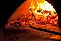 viva la pizza / La sapienza nel saper combinare gli ingredienti, il lungo tempo dato alla lievitatura e la cottura fatta a regola d'arte ne esaltano il gusto di questo cibo apprezzato da grandi e piccini.