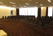Tagen im Hotel Bielefelder Hof / Unsere Tagungsphilosophie: Modernes Ambiente, klassische Eleganz und topmoderne Konferenztechnologie machen Ihre Veranstaltung zu einem unvergesslichen Ereignis.  Ob Vorstandssitzung, Incentive-Gruppen oder Geschäftstreffen in kleinem Rahmen- mit umfassenden Serviceleistungen und Einrichtungen machen wir Ihre Veranstaltung zu einem einzigartigen und stilvollen Erlebnis. Ob 10 oder 200 Teilnehmer – wir bieten elegante Räumlichkeiten, die sämtlichen Bedürfnissen gerecht werden.