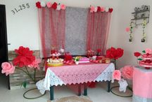 mesa de dulces con flores gigante de pie