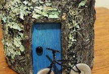Jardim das fadas e mini jardins / Casinha no tronco