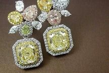 Earrings with fancy Colour diamonds