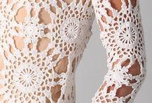 svdobné šaty, doplnky háčkované