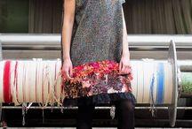 De La Fotta / Autorskie unikaty i krótkie serie sukienek, tunik, bluz i akcesoriów stworzonych z myślą o codziennym niecodziennym stylu naszych klientek powstają z tkanin włoskich, francuskich, szwajcarskich i niemieckich.