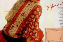 avec des foulards et des saris