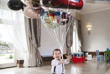 Urodziny Małego Gościa / Little Guest's Birthday / W Rezydencja Luxury Hotel**** Mały Antoś na jeden dzień zburzył porządek wszechrzeczy. Elegancka Sala Balowa zamieniła się w Plac Zabaw, pod sufitem zawirowały kolorowe balony, a po lśniącym parkiecie przemknął czerwony Mercedes!
