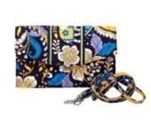 new purse needs to accommodate new phone / by Juliette Rousseau