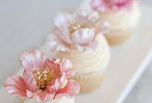Cakes - Cup Cakes & Mini Cakes / by Nivethetha Sudhakar