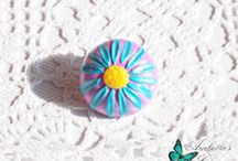Brooch with flower daisy pink and blue made with polymer clay