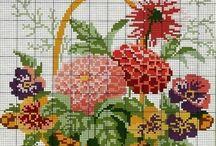 KWIATY W KOSZACH, WAZONACH, FILIŻANKACH - SCHEMATY / Na tej tablicy znajdują się wzory kwiatów w koszach, wazonach, filiżankach.