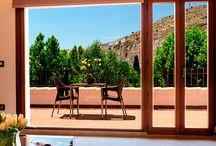 Casas Rurales con encanto / Alcalá del Júcar es un pequeño pueblo con un gran encanto y en el que hay una diversa y muy completa oferta de casas y alojamientos rurales. Desde pequeñas casitas a fincas y hoteles rurales de lujo.