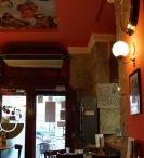 """Corner Café / Un agradable rincón en el Madrid de los Austrias donde picar algo, tomarte una paellita, disfrutar de una buena cerveza o una copa con los amigos. Y por supuesto, a cualquier hora del día te ofrecemos un muy buen café para que puedas disfrutar de la auténtica """"relaxing cup of café con leche"""".  En Plaza de Santa Cruz, 6, Madrid. https://www.facebook.com/pages/teappuntas/1513510088896744"""