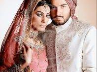 Mariés en costume indien / Le vrai défi lors d'un mariage, trouver une harmonie parfaite entre la tenue de la mariée et du marié