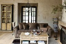 Coffee Tables, Side Tables & Nests
