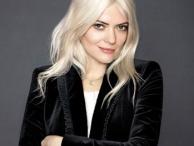 confident women / by Hollywood Fashion Secrets