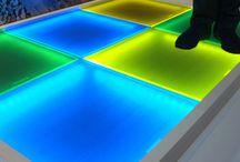 Vidrio fotovoltaico / Incorporación de paneles solares para aprovechar la mayor cantidad de radiación solar convirtiéndola en energía renovable y limpia.