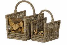 Au coin du feu - pour ranger ses bûches et son petit bois / C'est mieux quand les bûches sont à portée de mains, bien rangées, près de la cheminée ou du poêle