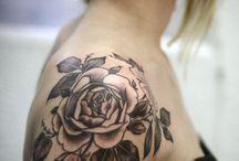 Tatoeages op de schouder