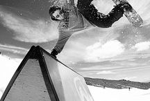 Now that is what I call skiing... / Skiing and snowboarding action images