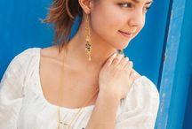 """Bigiotteria nei colori trend di questa estate! / Collane alla moda, braccialetti e orecchini in stile ethno. Tutto ciò puoi realizzare con la nuova serie di bigiotteria """"made by me - Let's make lovely jewellery"""". I nuovi colori di tendenza sono Corallo, Sorbet e Artisan. http://it.opitec.com/opitec-web/st/page/ccat/Neuheiten_Schmuckbasteln"""