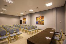 Organisation d'événement & séminaire à Marrakech / Le Kech Boutique Hôtel et Spa propose l'organisation de vos événements professionnels et personnels au sein de ses salles de conférences ou autour de sa somptueuse piscine.