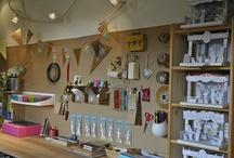 Workspace / Inspirations et modèles pour décorer et organiser son workspace, son espace de travail. Pour les entrepreneurs, les illustratrices, les blogueuses, toutes les personnes créatives qui travaillent chez elles.