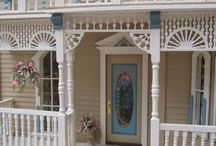 Dollhouses & Miniatures / by Laughing Crow & Company