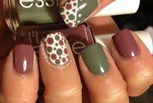 nails / by Danielle Bradbury