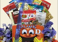 GreatArrivals Back to School Gift Baskets 2015 / Back to School Gift Baskets are perfect for students and teachers making the transition back to the school routine.  Gourmet snacks and treats will keep them smiling and remembering that you're thinking of them!