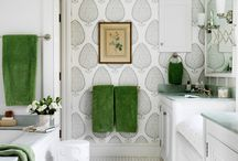 Bathroom / Silver n white