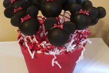 cake pops <3 / by Elle Holandez