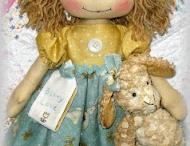 boneca de pano com grandes olhos