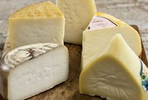 Cheese samplers / What better way to discover new cheeses than a hand picked cheese samplers?
