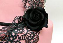 Wedding Cake Pink & Black / Meraviglioso tema... Wedding Cake Pink & Black con Decori, Fiori e Pizzi eleganti ed osé per una sposa very Chic!