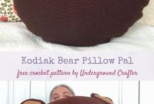 Crochet Pillows / You will find free crochet patterns for pillows and covers
